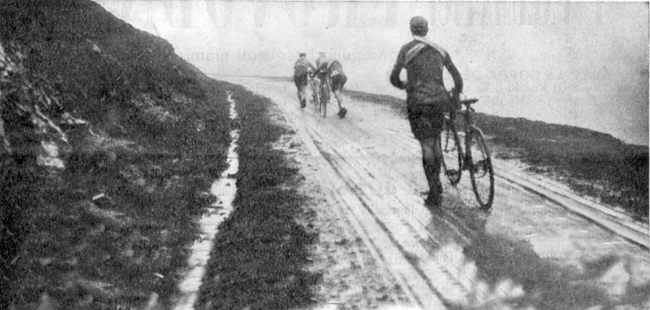 The lead group ascends the Aubisque in the 1912 Tour
