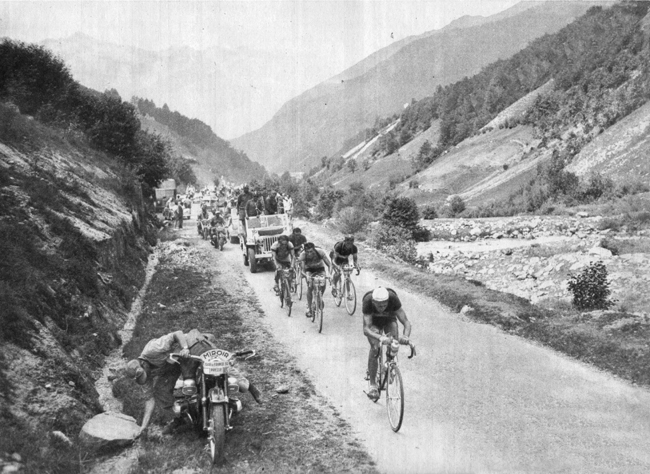 Ferdy Kubler attacks on the Toumalet