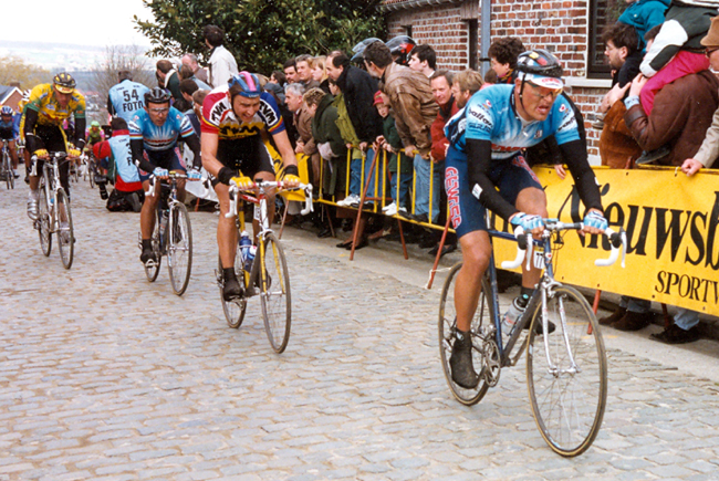 Bjarne Riis leads Tristan Hoffman and moreno Argentin on the Fold Kwaremont