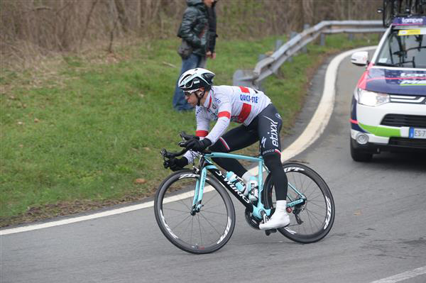 Michal kwiatkowski leans it over on the turchino