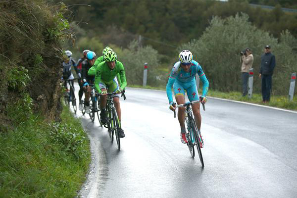 Vincenzo Nibali attacks on the Ciupressa