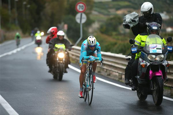 Vincenzo Nibali descends
