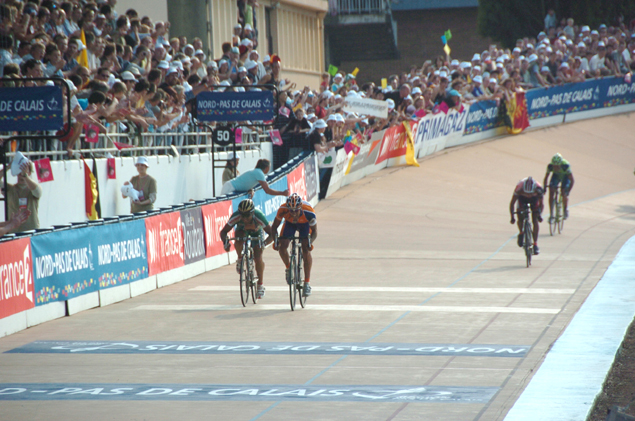Juan Anotnio Flecha wins the field sprint for second