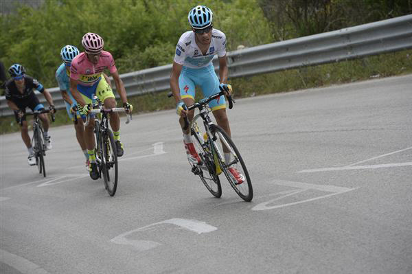 Fabio Aru attacks n the Passo Serra