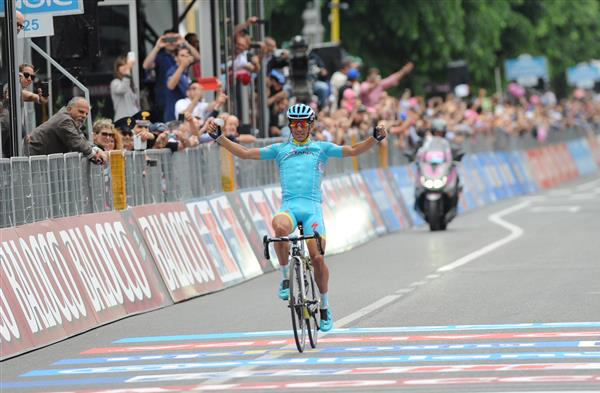 Paolo tiralongo wins stage 9