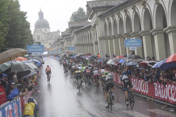riders come into Vicenza