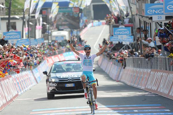 Fabio Aru wins stage 19