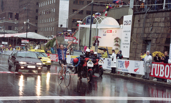 Lance Armstrong wins the 1993 World Road Cycling Championships