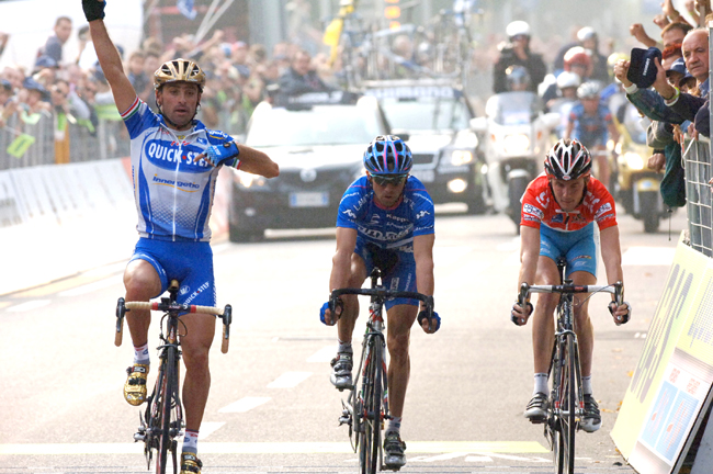 Paolo Bettini wins the 2005 Giro di Lombardia
