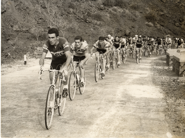 1967 Giro d'Italia: Bitossi leads up Mt Etna in stage 7