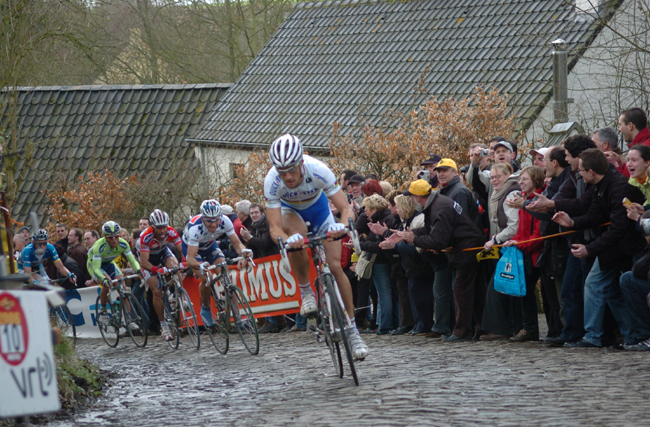 Tom Boonen on the Molenberg in the 2006 Tour of Flanders