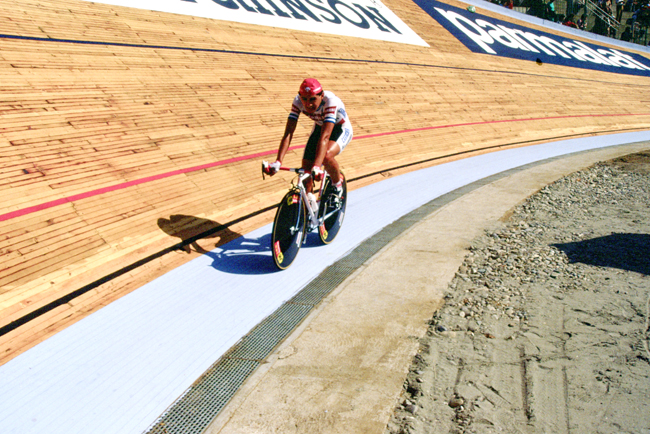 Chiappucci on the Vigorelli velodrome in stage 2 of the 1985 Giro d'Italia