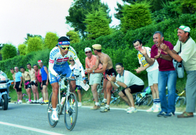 Chiappucci riding sage 10 of the 1993 Giro d'Italia
