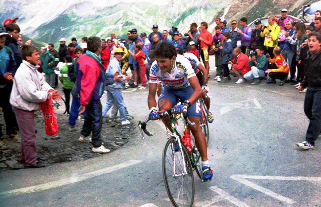 Chiappucci rides to Serre Chevalier in stage 10 of the 1993 Tour de France