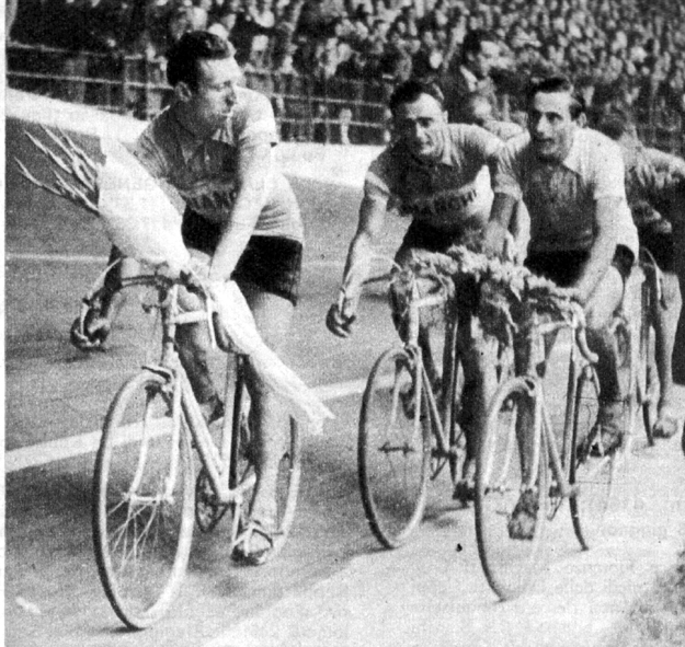 1947 Giro d'Italia: Fausto Coppi enjoys winning the Giro