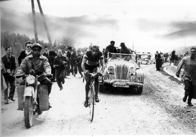 1949 Giro d'Italia: Fausto Coppi alone and off the front