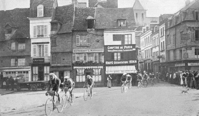 Faber leads the pack through Pont Audemer in the 1914 Tour de France