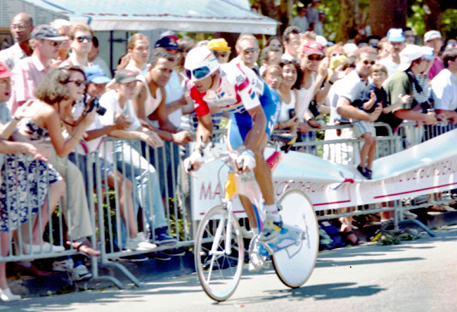 Miguel Inuirain rides the stage 20 time trial in the 1996 Tour de France