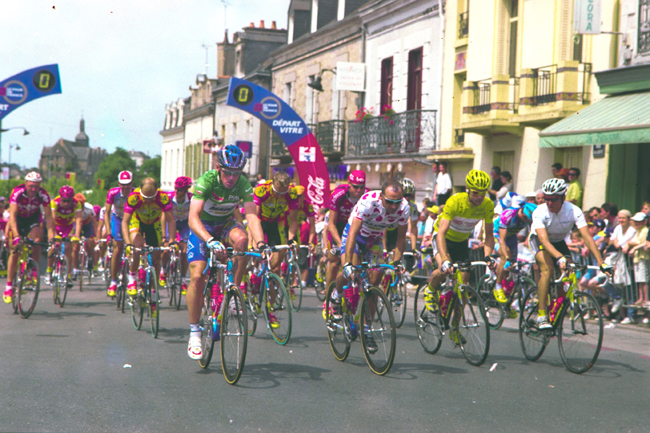 Stage 6 of the 2000 Tour de france begins