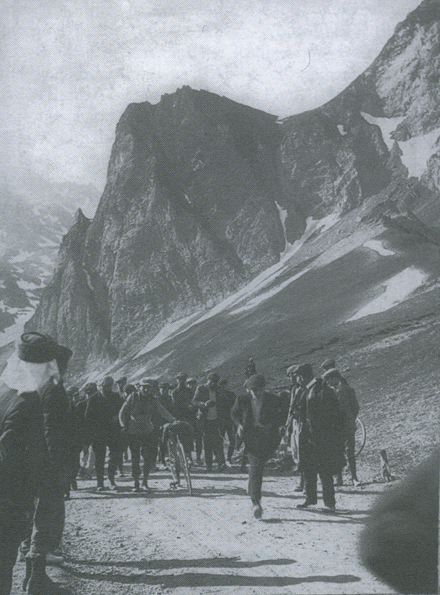 Lapize reaches the Tourmalet's summit