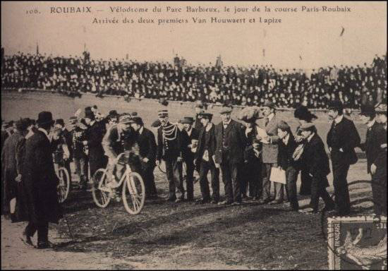 Octave Lapize and Cyrille van Hauwaert arrive at the velodome
