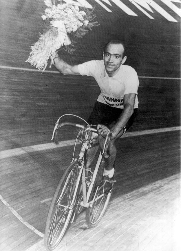 Magni wins the 1951 Giro d'Italia