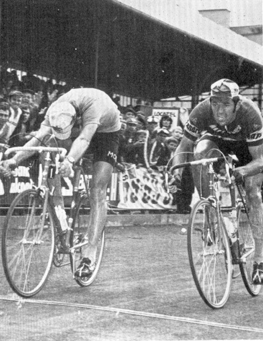 Eddy Merckx beats Roger de Vlaeminck in the 1971 Tour de France
