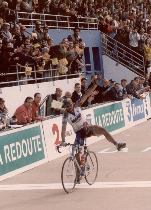 Museeuw win the 2000 Paris-Roubaix
