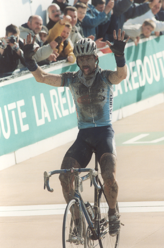 Museeuw wins the 2002 Paris-Roubaix