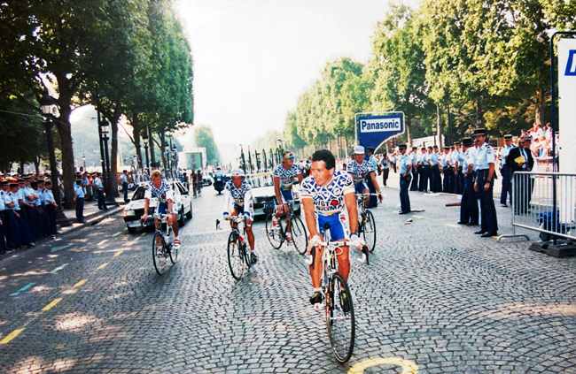 Roche at the final stage of the 1990 tour de France