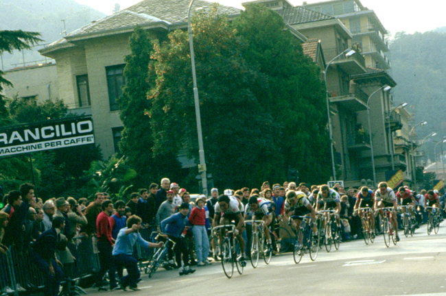 Giuseppe Saronni drives for the finish in the 1982 Giro di Lombardia