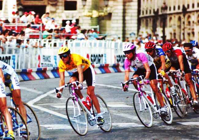 Ullrich rides the 1996 Tour's final stage