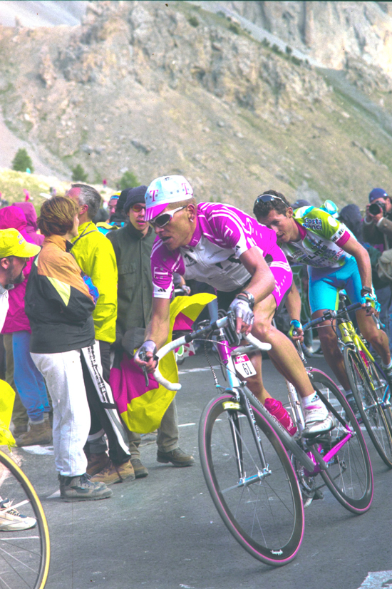 Ullrich races to Briancon in the 2000 tour de France