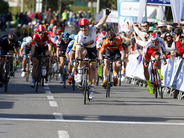 Andre Greipel wins stage 5