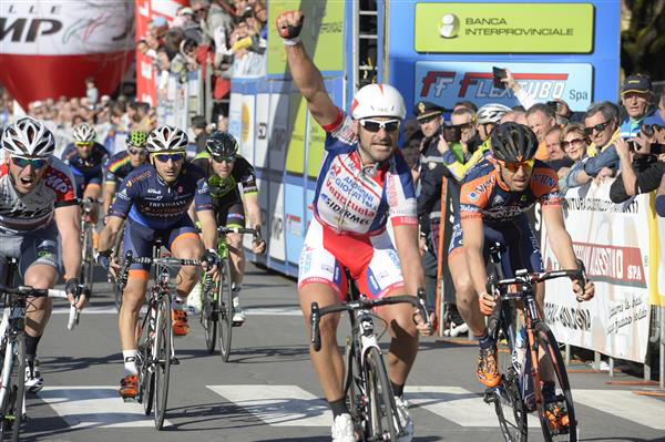 Francesco Chicchi wins stage 3