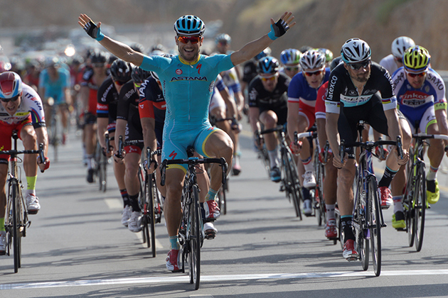 Andrea Guardini wins stage 1
