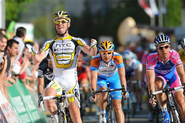 Cavendish wins stage 2