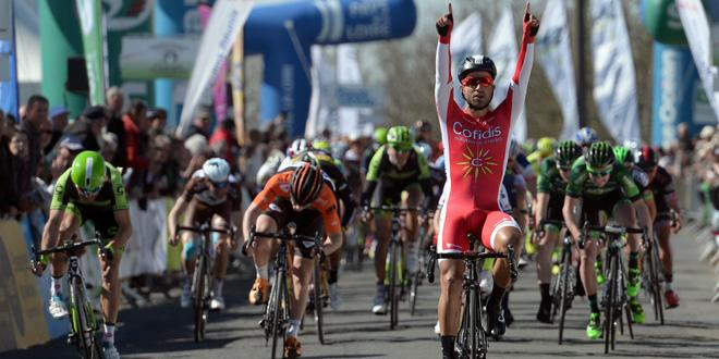 Bouhanni wins stage 1