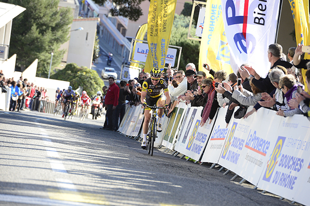 Thomas Voeckler wins stage 1