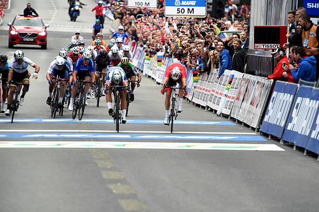 Peter Sagan just beats Alexander Kristoff to be come the Champion of the  World. Again. 5b06c1e6f