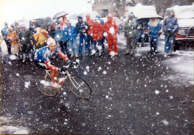 Andy Hampsten n the 1988 Giro ascending the Gavia Pass