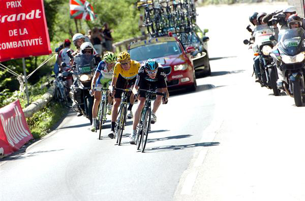 Chirs Froome leads Bradley wiggins down the Peyresourde