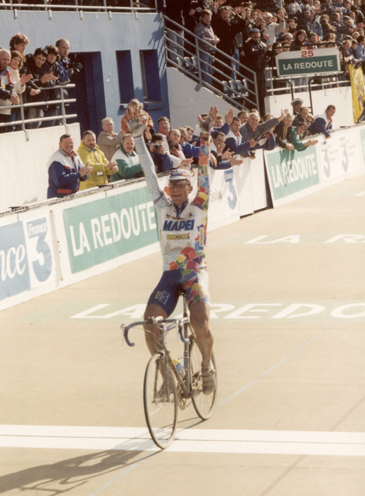 Franco Ballerini wins the 1998 Paris-Roubaix