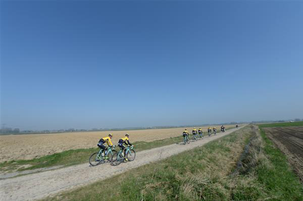 LottoNL-Jumbo riders on the Orchies sector