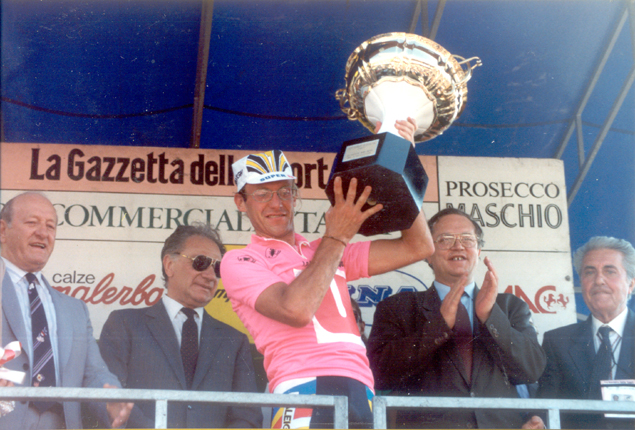 Laurent Figno wins the 1989 Giro d'Italia