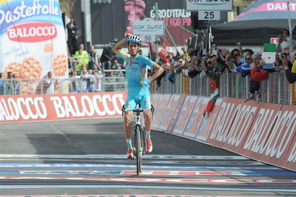 Aru wins stage 15