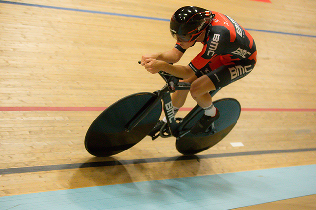 Rohan Dennis break world hour record