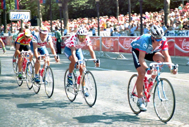 Phil anderson leads in stage 21 of the 1992 Tour de France