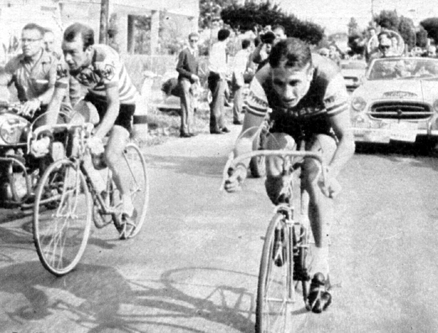 Jacques Anquetil passes Charly Gaul in the 1960 Giro