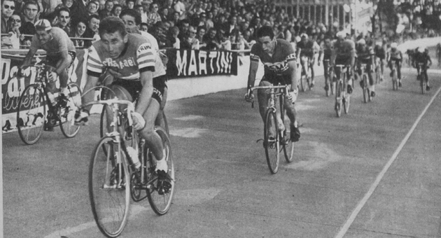 Anquetil wins the field sprint inf stage 13 of the 1963 Tour de France